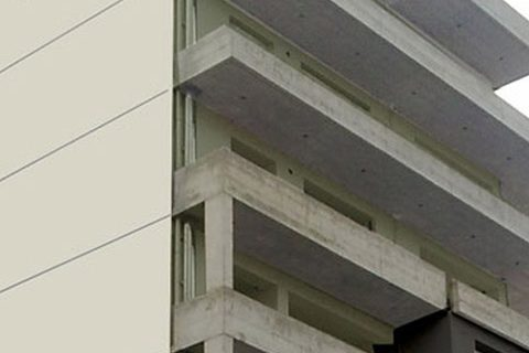 2011: Επταόροφη πολυκατοικία με καταστήματα στο ισόγειο και υπόγειο γκαράζ, στη Χαλκίδα