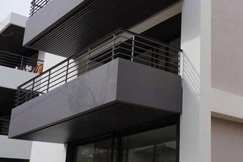 2011: Τριόροφη πολυκατοικία στην Ηρώδου Αττικού, Χαλάνδρι
